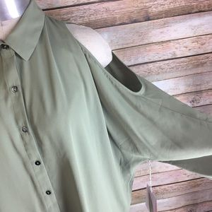 Forever 21 Tops - Forever 21 Green Button Up